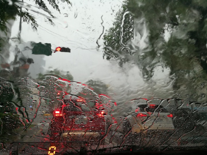 heavy-rains-2370689_1920