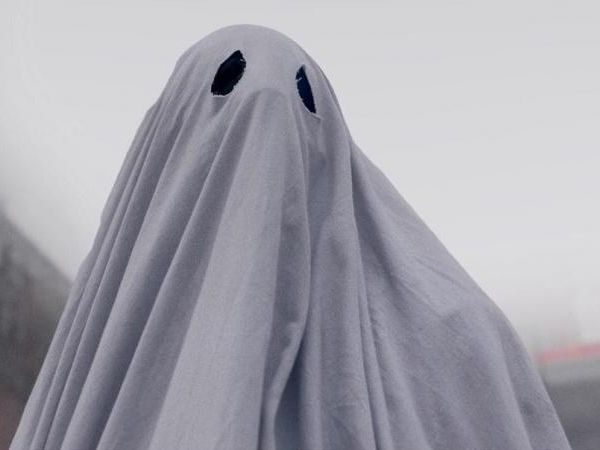 A-Ghost-Story-white-sheet-Affleck